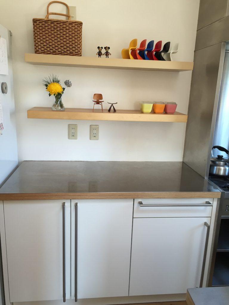 キッチンと飾り棚