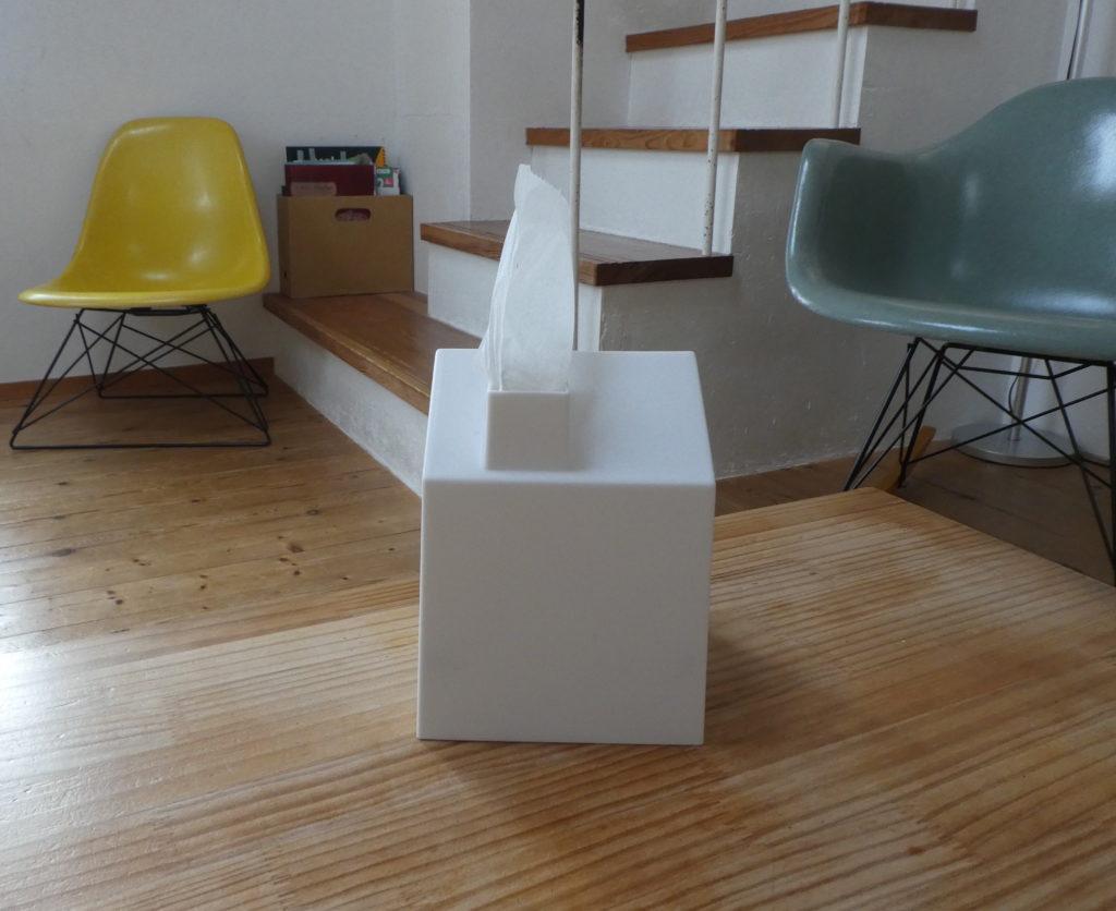 家の形のトイレットペーパーケース