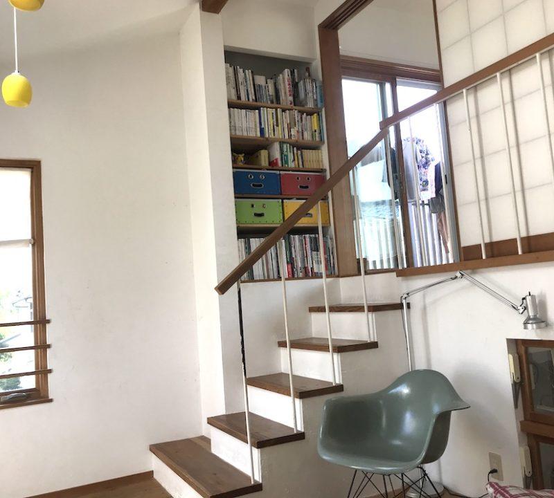 和室へとつながる階段の読書コーナー