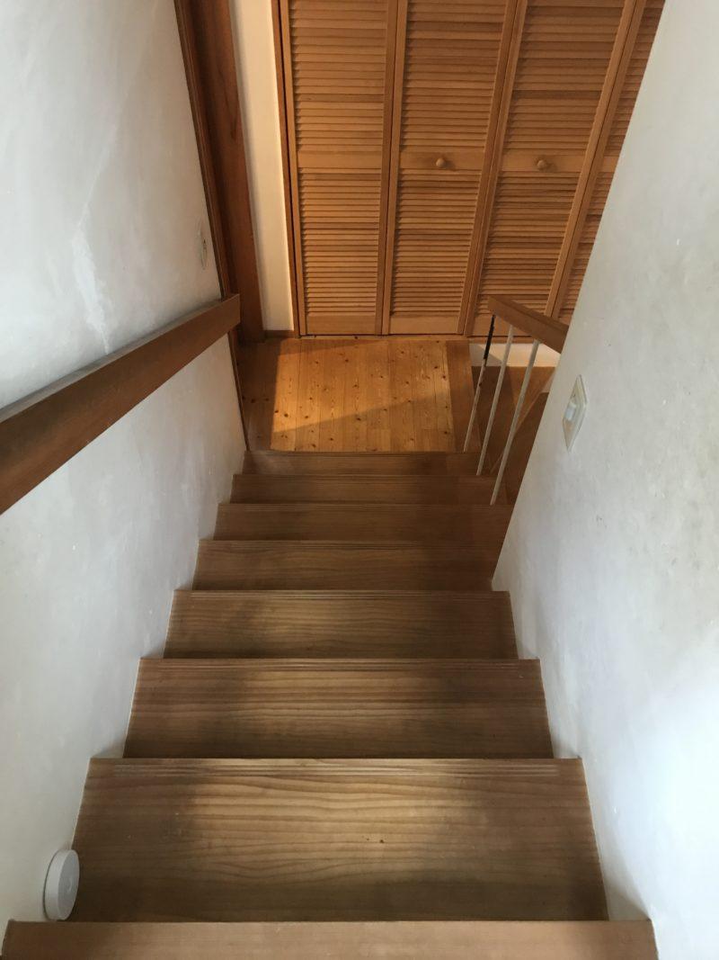 リビングからみた階段