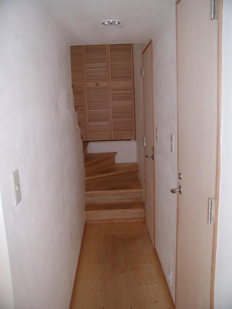 廊下に並ぶドア