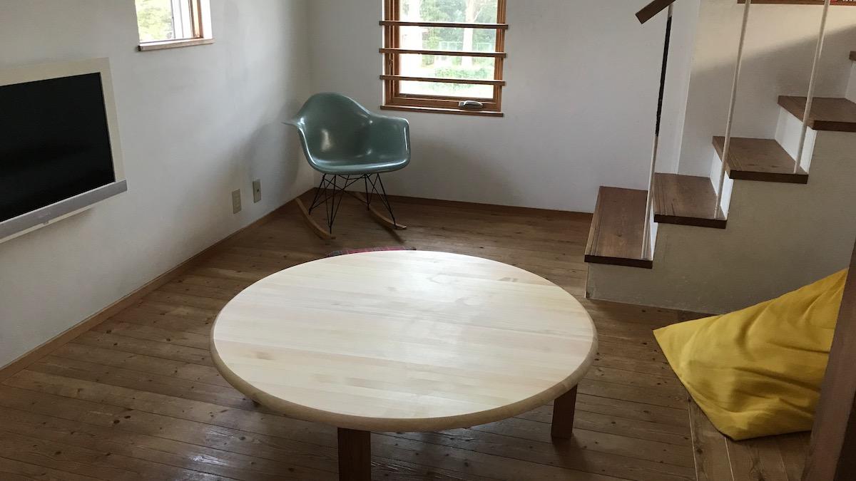 リビングの丸テーブル