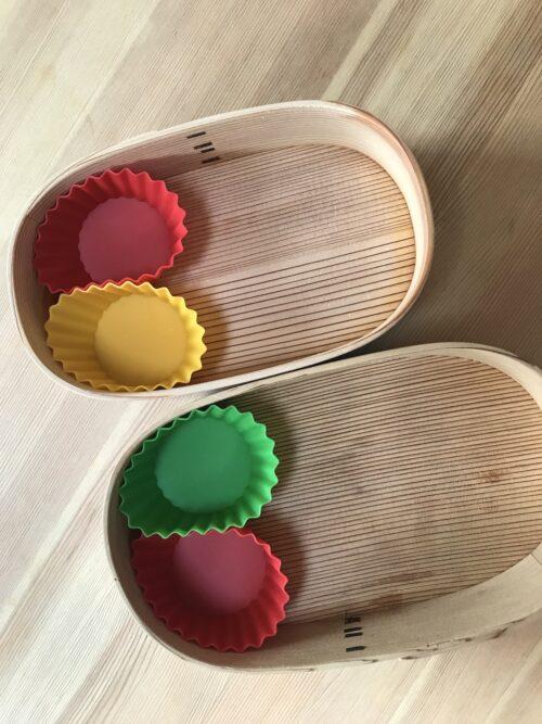 曲げわっぱに入れたシリコンカップ3色